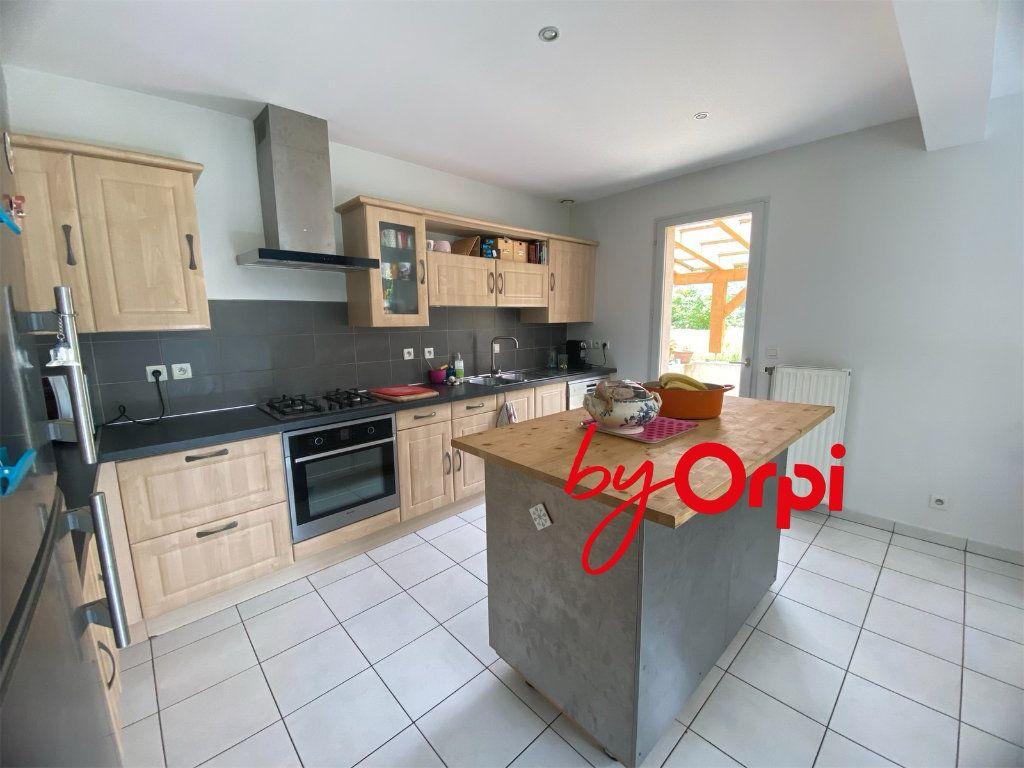 Maison à vendre 5 115m2 à Saint-Pierre-d'Allevard vignette-2