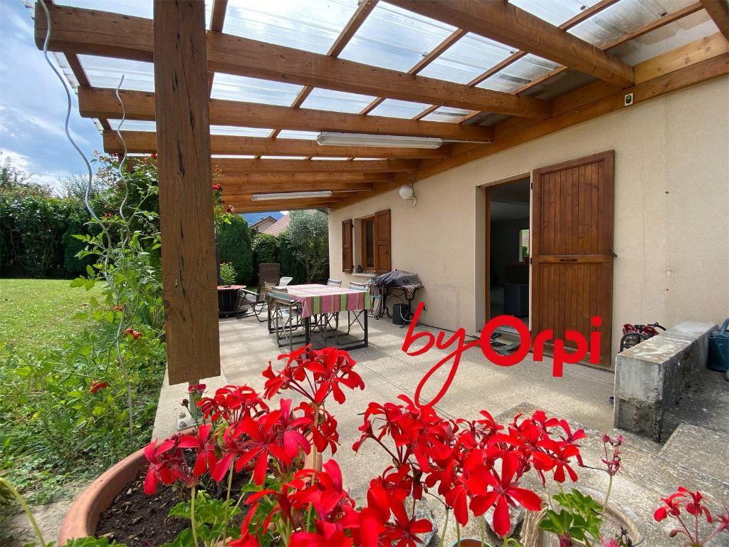 Maison à vendre 5 115m2 à Saint-Pierre-d'Allevard vignette-4