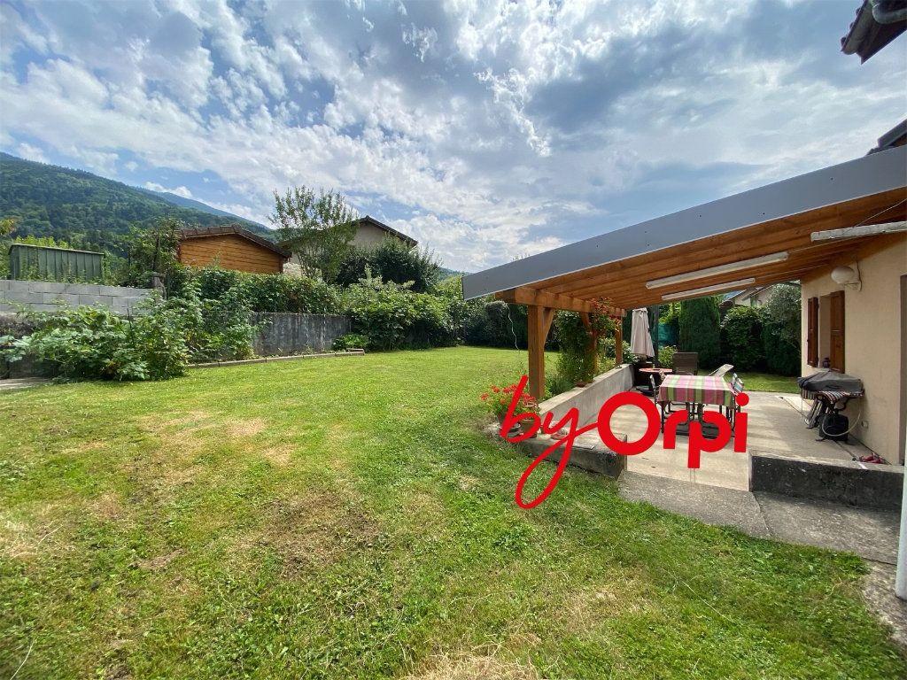 Maison à vendre 5 115m2 à Saint-Pierre-d'Allevard vignette-8