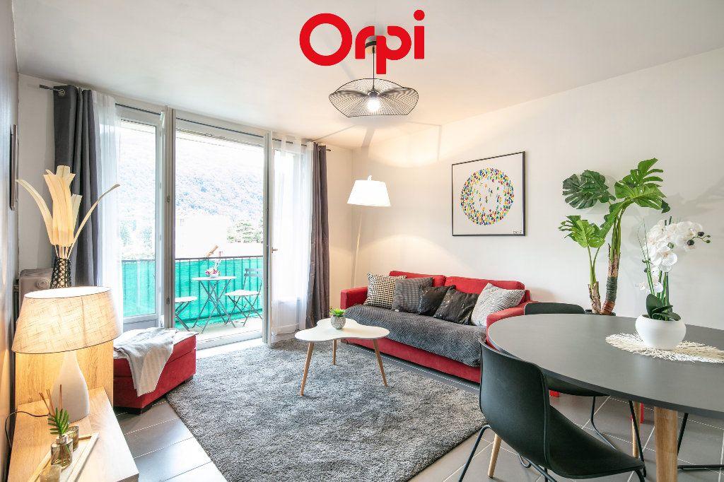Appartement à vendre 3 59.54m2 à Saint-Martin-d'Hères vignette-1