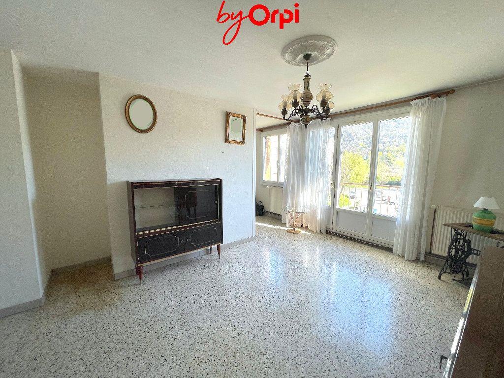 Appartement à vendre 4 66.24m2 à Saint-Martin-d'Hères vignette-1