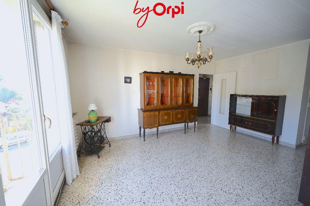 Appartement à vendre 4 66.24m2 à Saint-Martin-d'Hères vignette-2
