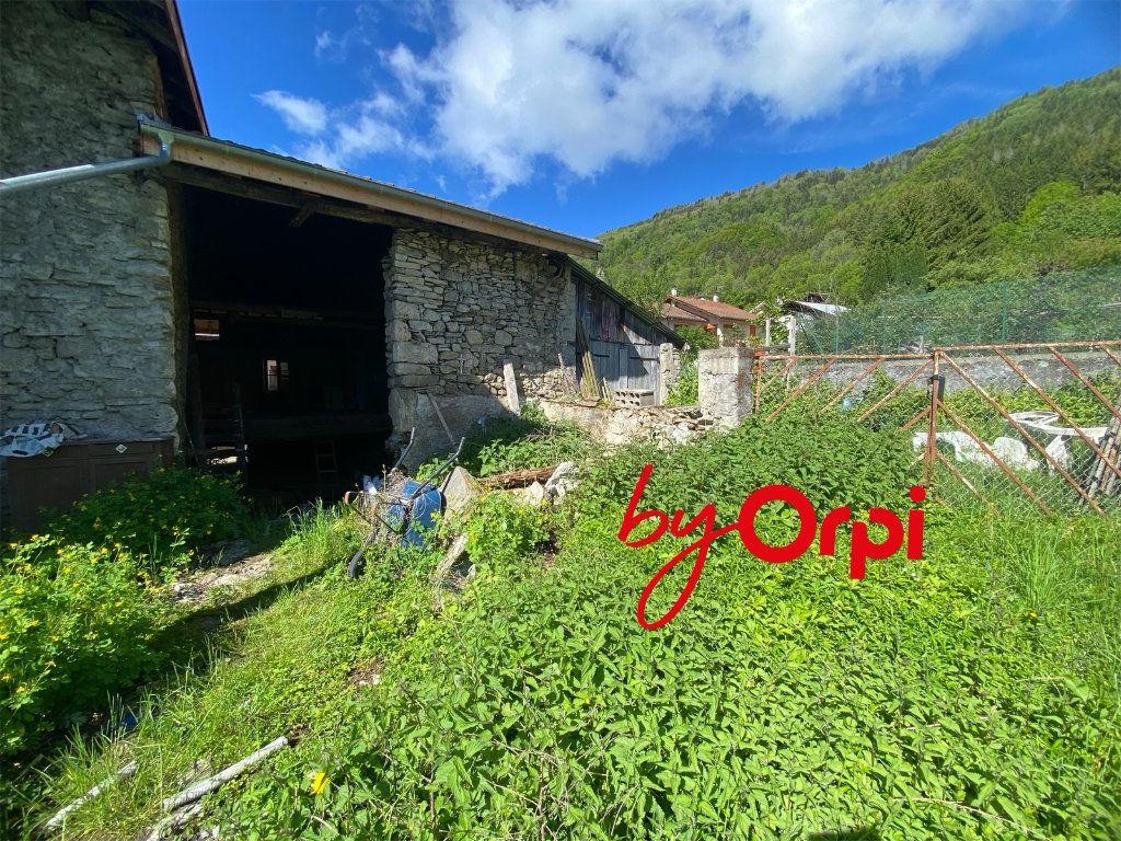 Maison à vendre 3 110m2 à Saint-Pierre-d'Allevard vignette-10