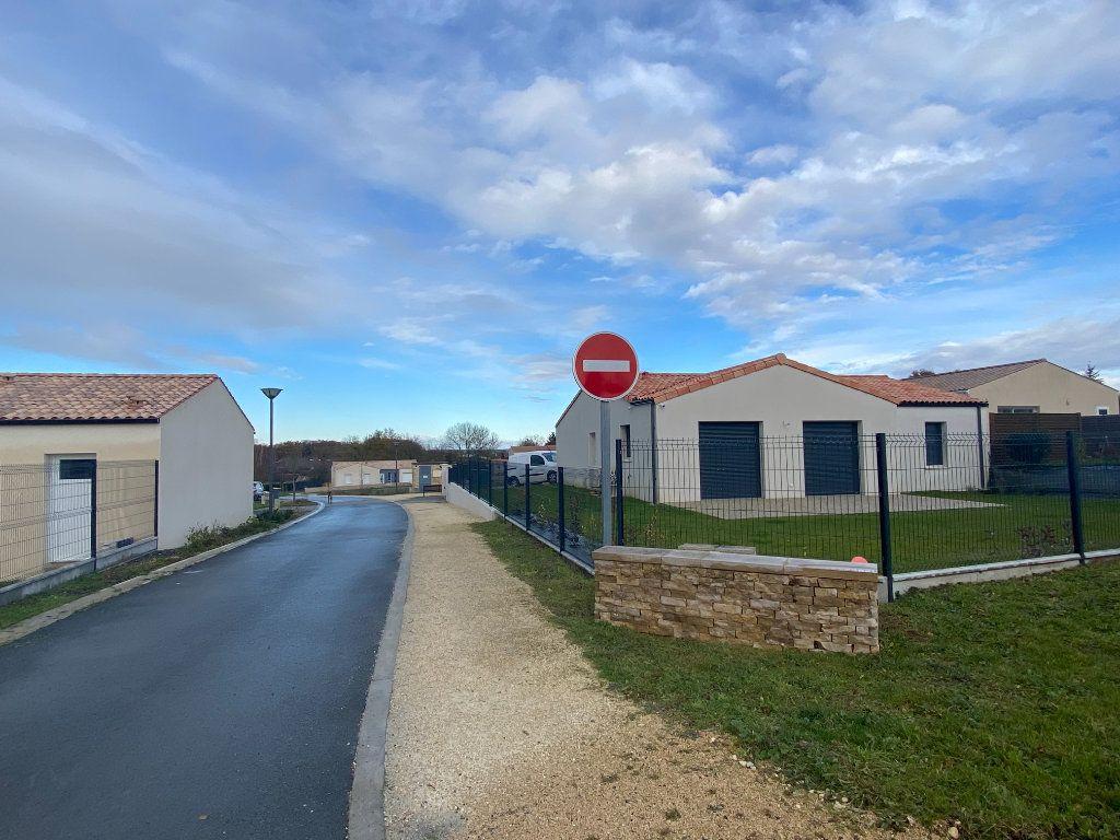 Terrain à vendre 0 615m2 à Moragne vignette-1