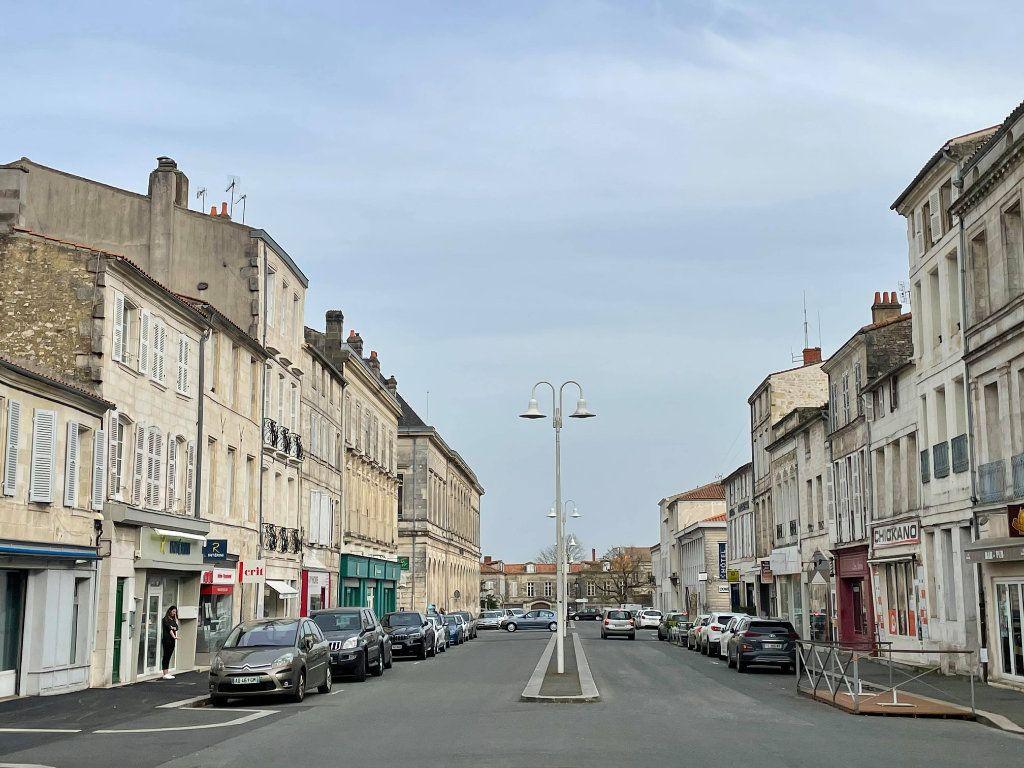 Maison à vendre 9 345m2 à Rochefort vignette-1
