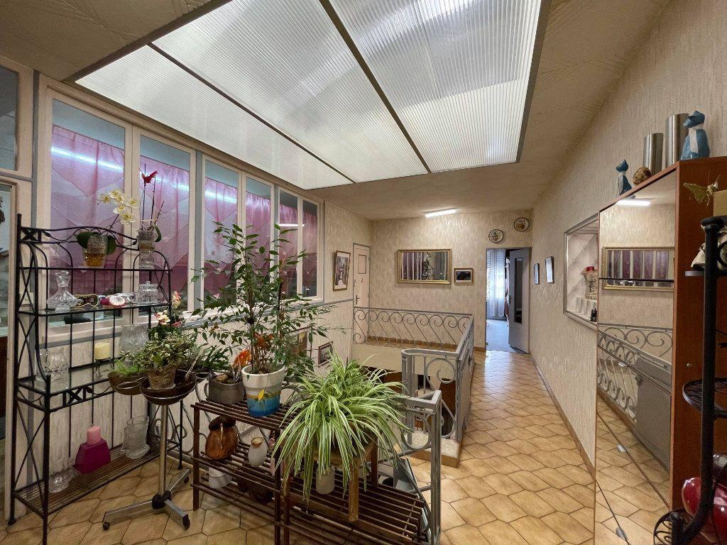 Maison à vendre 9 345m2 à Rochefort vignette-2