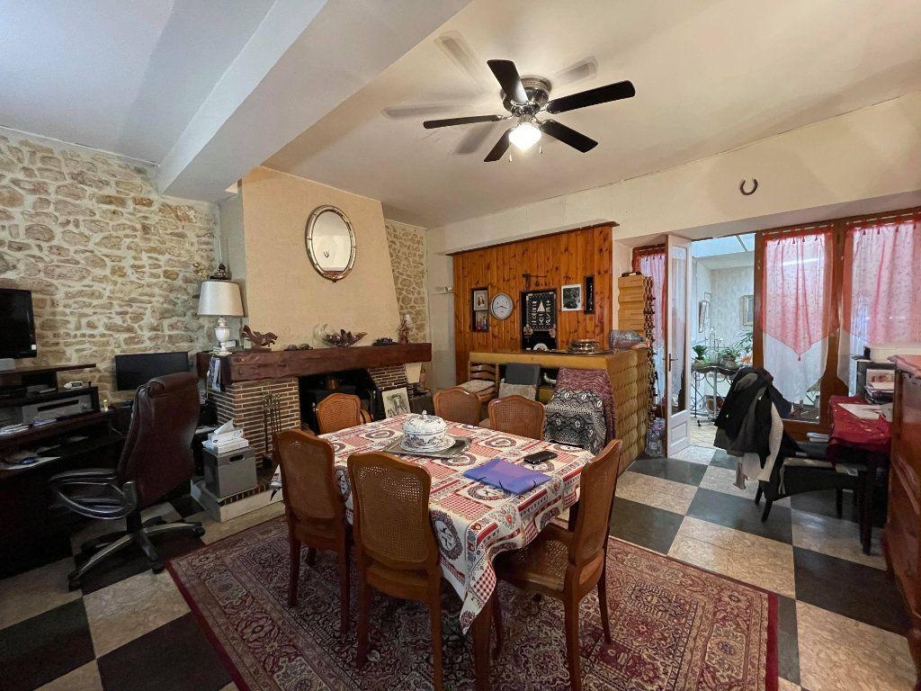 Maison à vendre 9 345m2 à Rochefort vignette-3