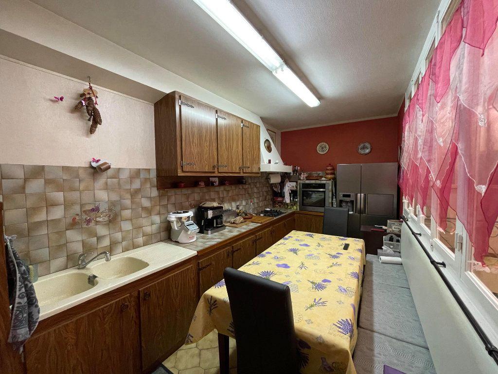 Maison à vendre 9 345m2 à Rochefort vignette-5