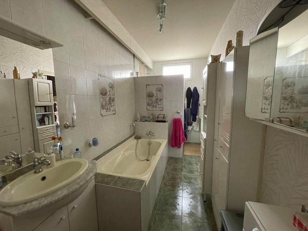 Maison à vendre 9 345m2 à Rochefort vignette-7