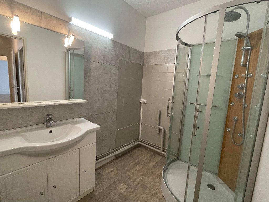 Appartement à vendre 3 63.25m2 à Rochefort vignette-5