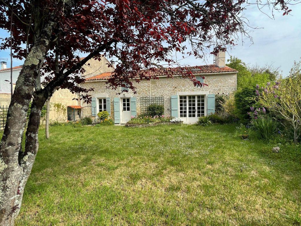 Maison à vendre 4 102m2 à Muron vignette-1