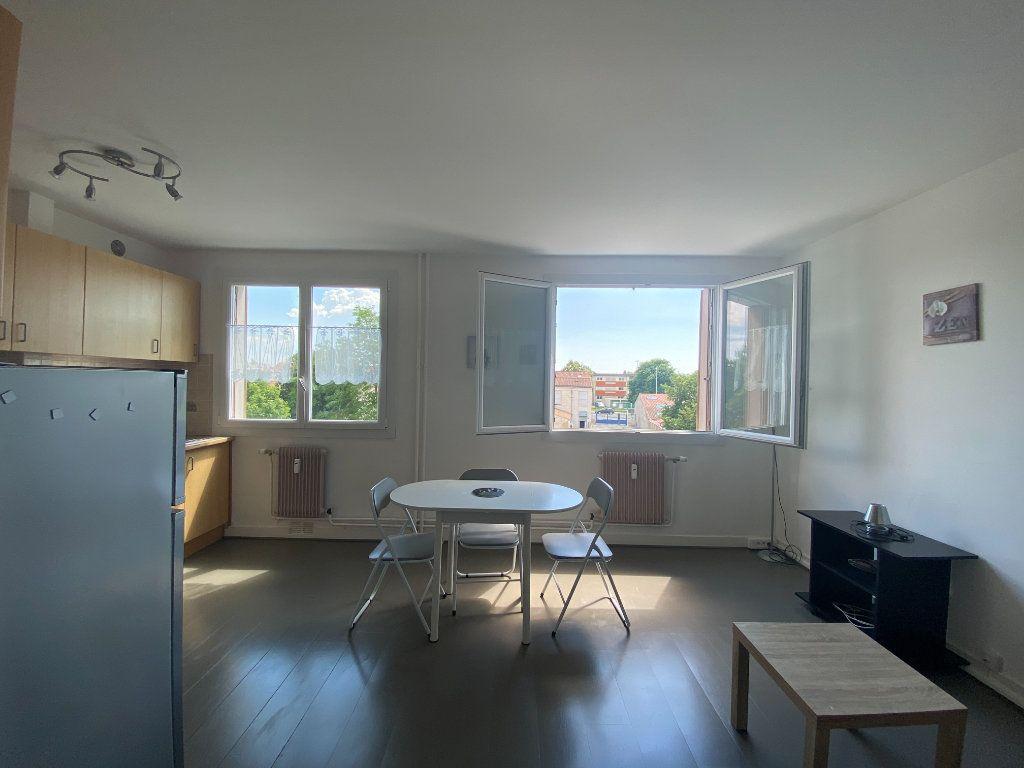 Appartement à vendre 1 26m2 à Rochefort vignette-1