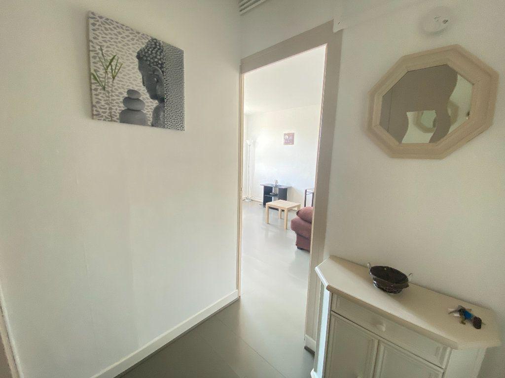 Appartement à vendre 1 26m2 à Rochefort vignette-3