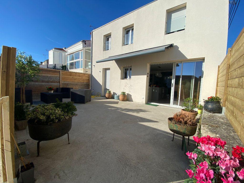 Maison à vendre 6 166m2 à Rochefort vignette-1