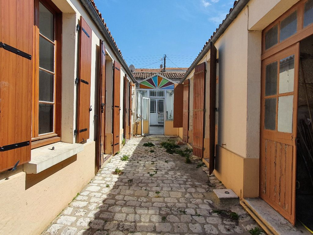 Maison à vendre 6 170m2 à Rochefort vignette-3