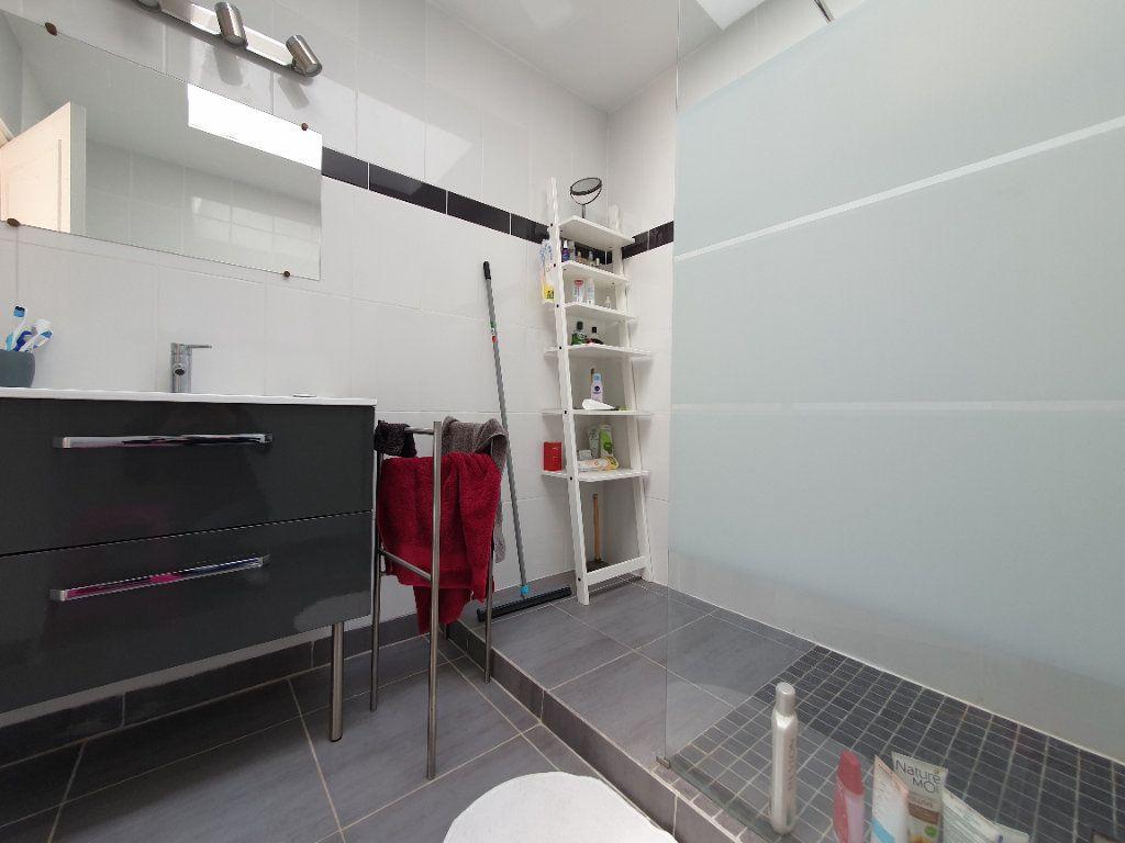 Maison à vendre 6 170m2 à Rochefort vignette-6