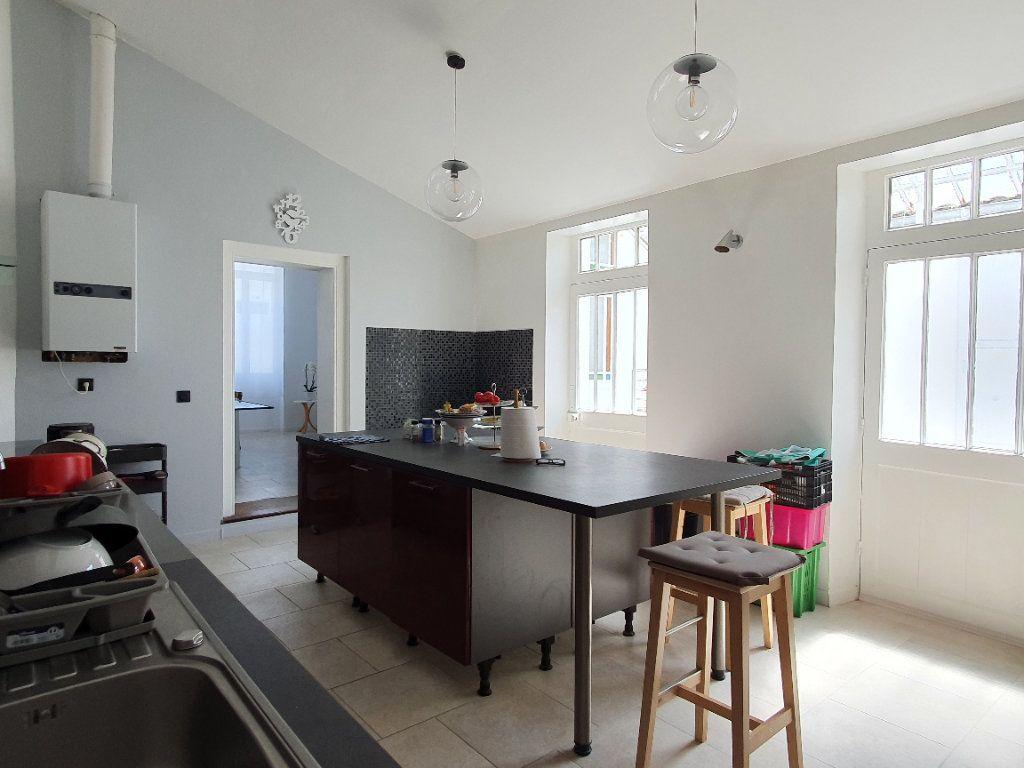 Maison à vendre 6 170m2 à Rochefort vignette-9