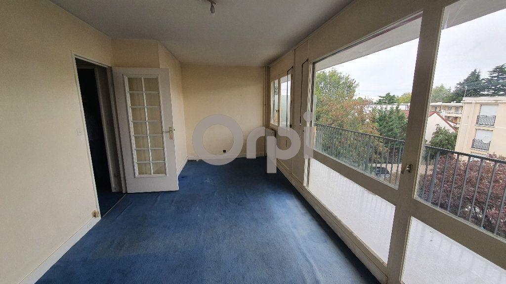 Appartement à vendre 1 25m2 à Livry-Gargan vignette-1