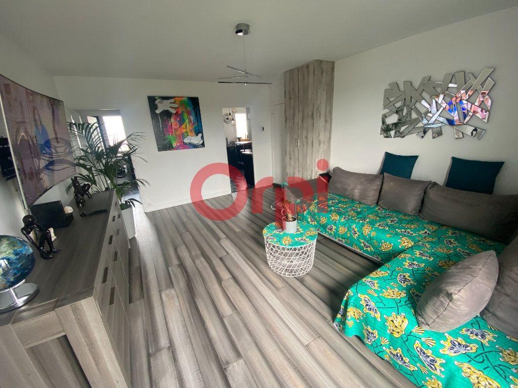 Appartement à vendre 3 66m2 à Sevran vignette-2