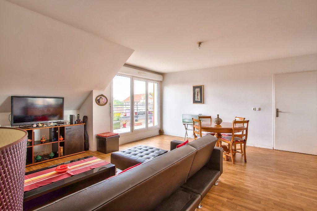 Appartement à vendre 4 95m2 à Montfermeil vignette-2