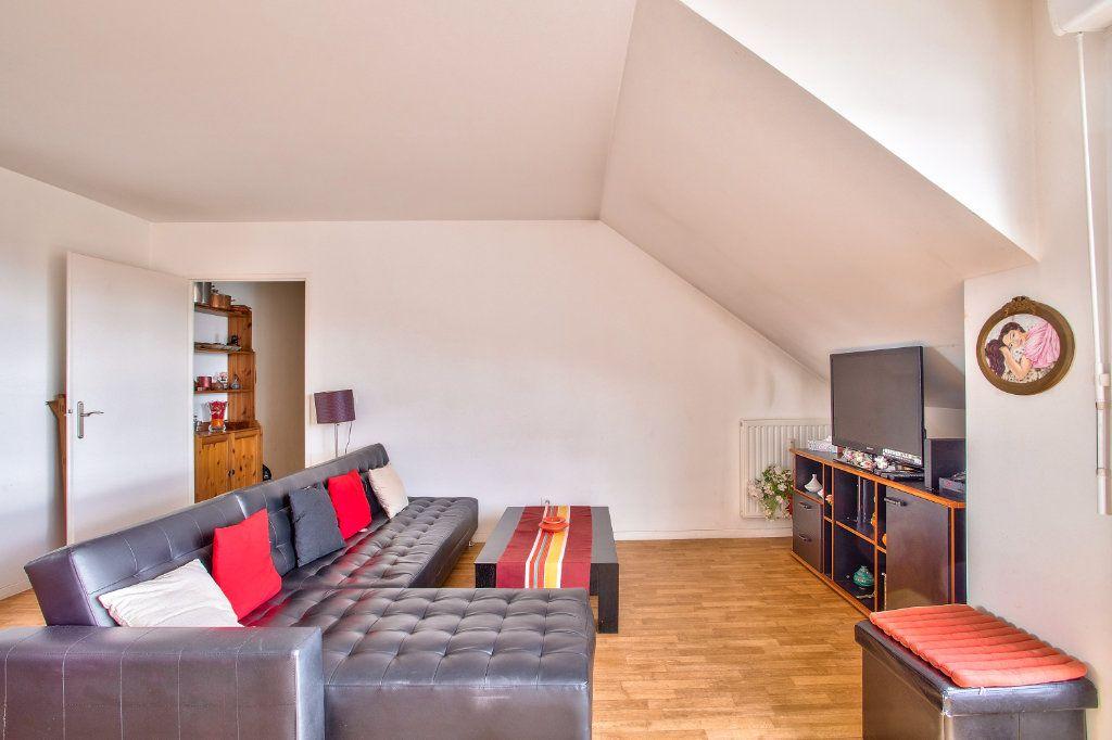 Appartement à vendre 4 95m2 à Montfermeil vignette-3
