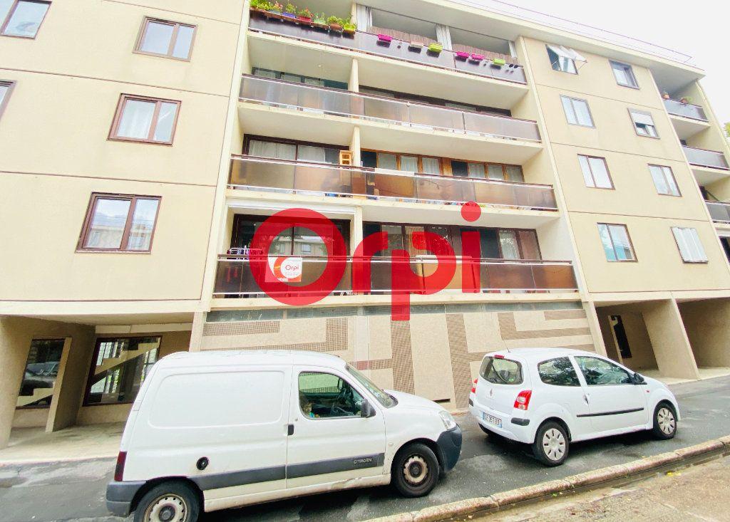 Appartement à vendre 5 82.89m2 à Clichy-sous-Bois vignette-1
