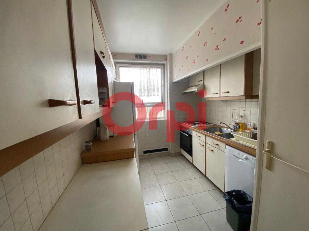 Appartement à vendre 5 82.89m2 à Clichy-sous-Bois vignette-2