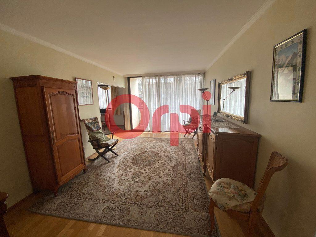 Appartement à vendre 5 82.89m2 à Clichy-sous-Bois vignette-3