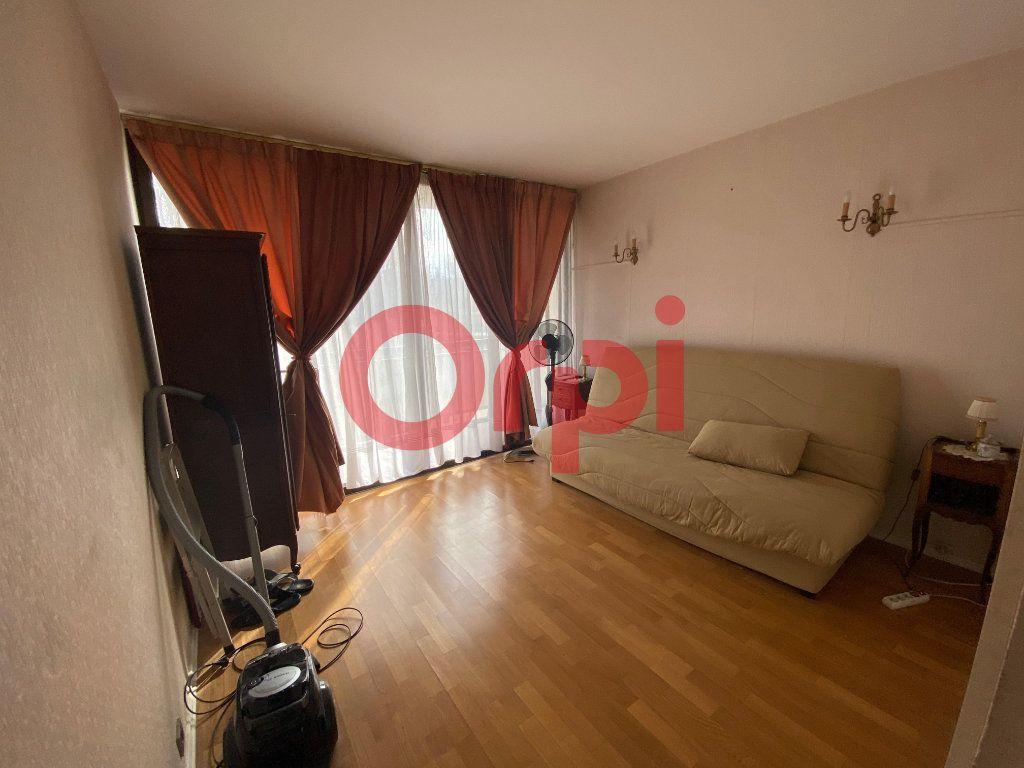 Appartement à vendre 5 82.89m2 à Clichy-sous-Bois vignette-5