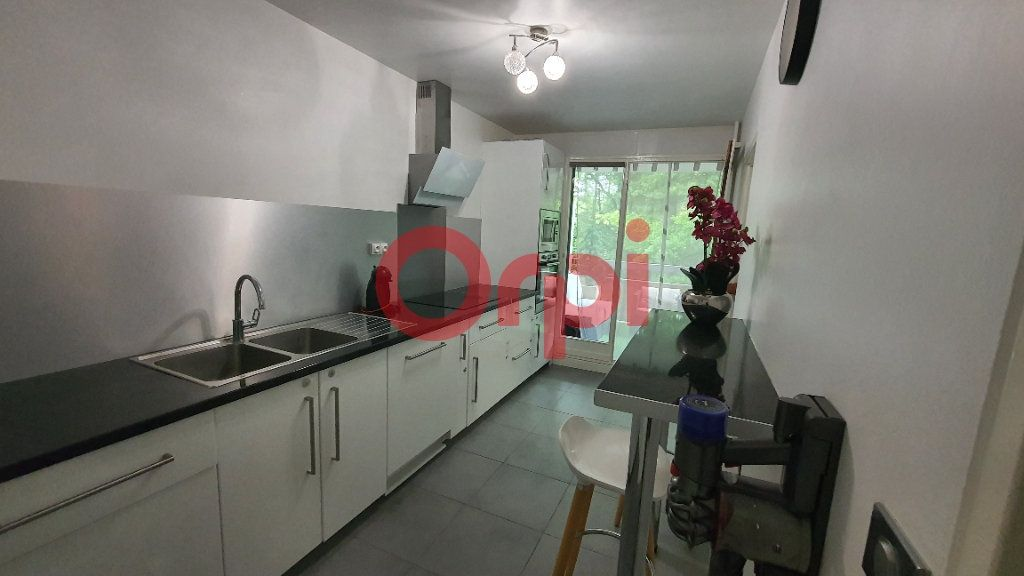 Appartement à vendre 5 101.94m2 à Tremblay-en-France vignette-3