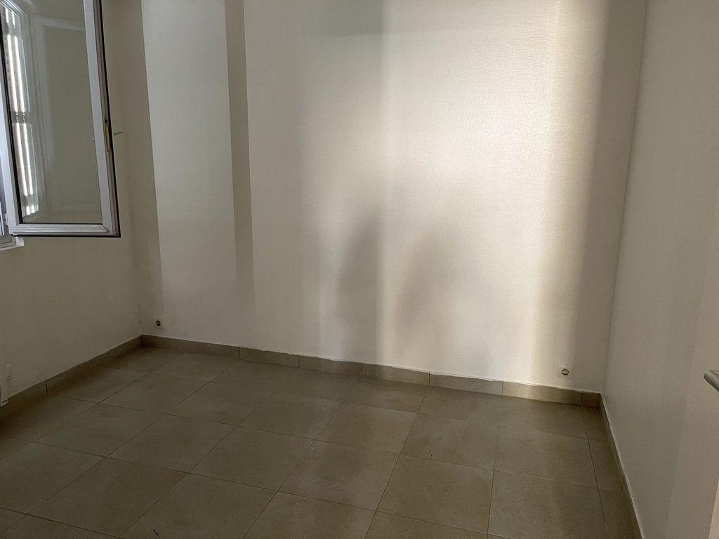 Maison à louer 2 27m2 à Livry-Gargan vignette-5