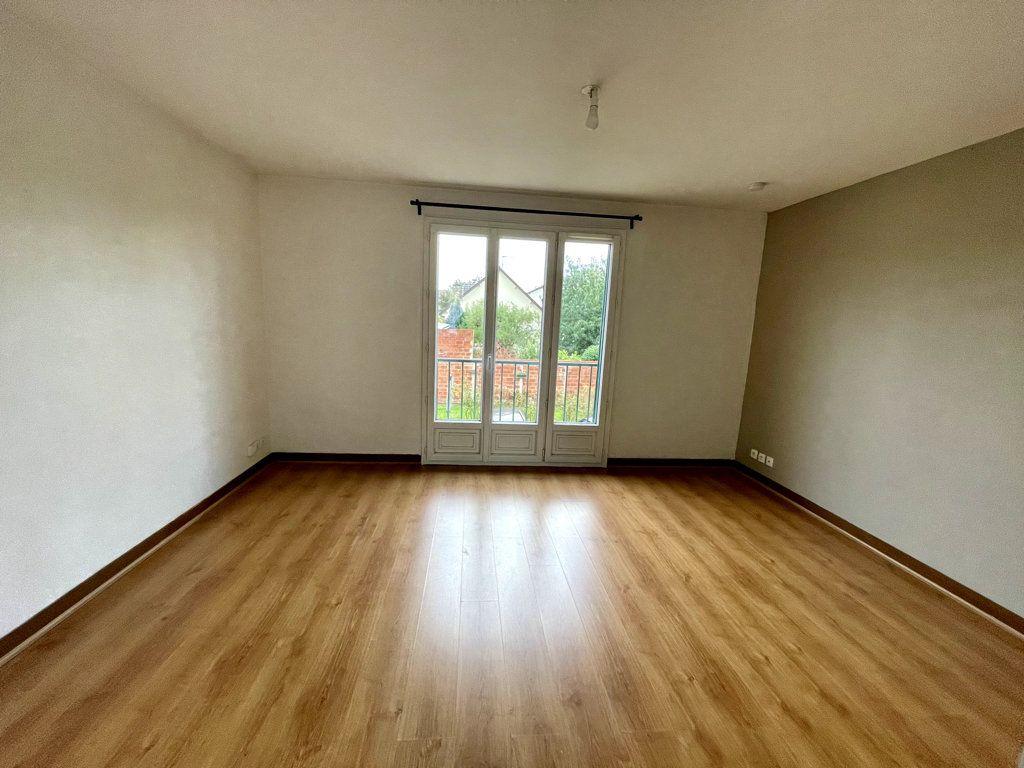 Appartement à louer 3 53.19m2 à Livry-Gargan vignette-2