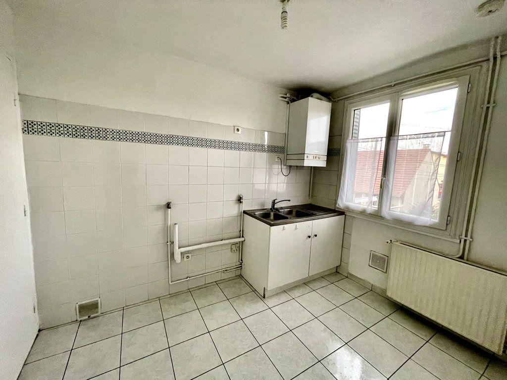 Appartement à louer 3 53.19m2 à Livry-Gargan vignette-3
