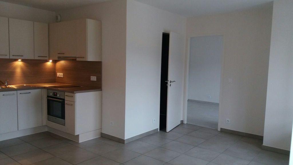Appartement à louer 2 38m2 à Neydens vignette-1
