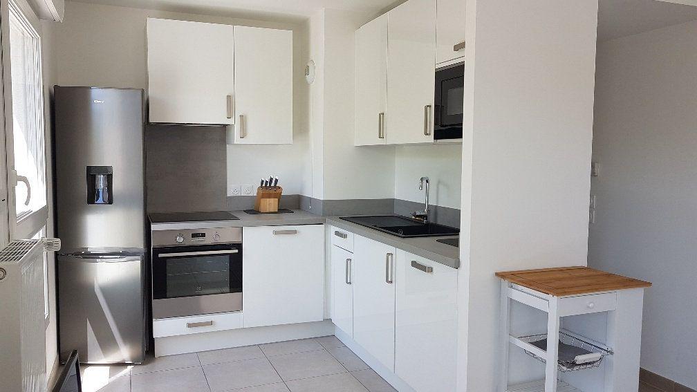 Appartement à louer 3 62.05m2 à Saint-Julien-en-Genevois vignette-1