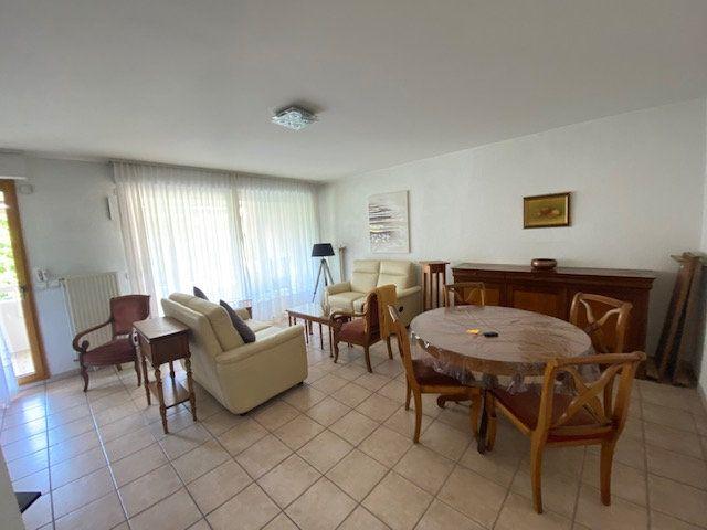 Appartement à louer 3 80.78m2 à Saint-Julien-en-Genevois vignette-2