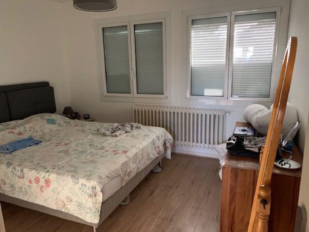 Maison à louer 5 104m2 à Saint-Julien-en-Genevois vignette-4