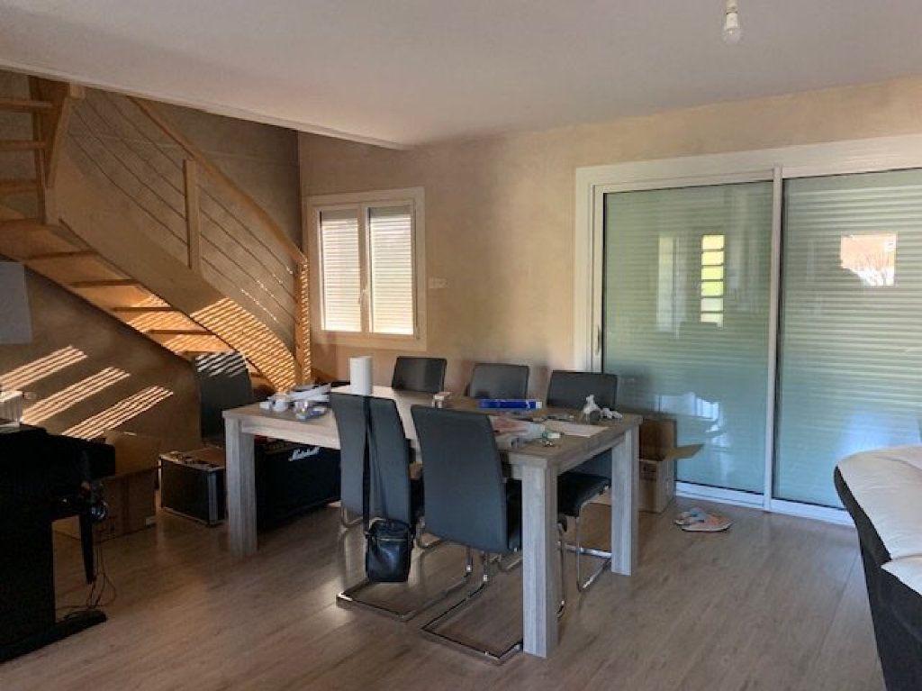 Maison à louer 5 104m2 à Saint-Julien-en-Genevois vignette-8