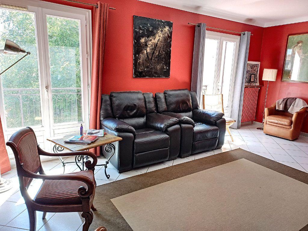 Maison à vendre 7 175m2 à Villeneuve-lès-Avignon vignette-3