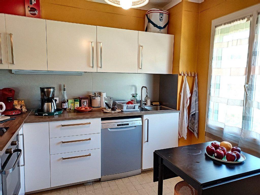 Maison à vendre 7 175m2 à Villeneuve-lès-Avignon vignette-4