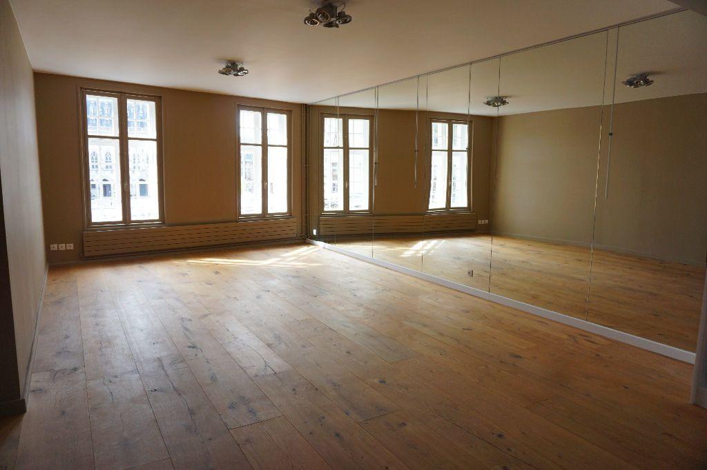 Appartement à louer 4 123m2 à Arras vignette-1