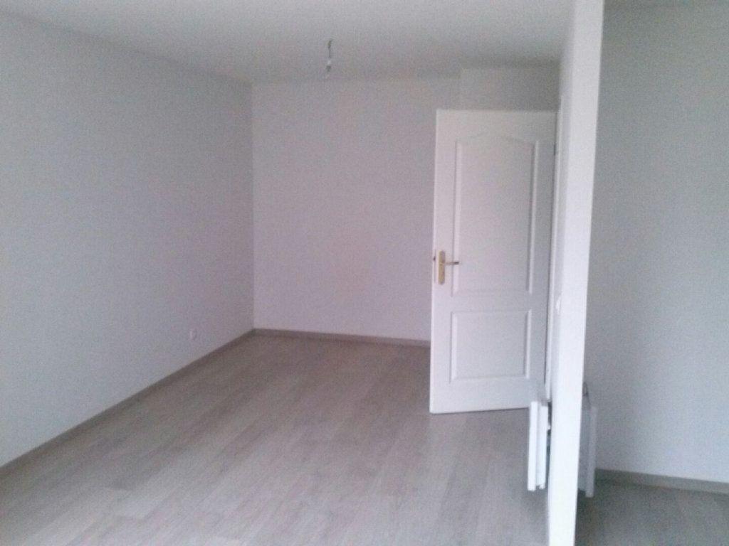 Appartement à louer 1 41.68m2 à Arras vignette-3