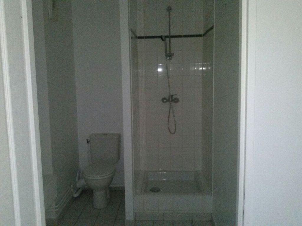 Appartement à louer 1 41.68m2 à Arras vignette-4