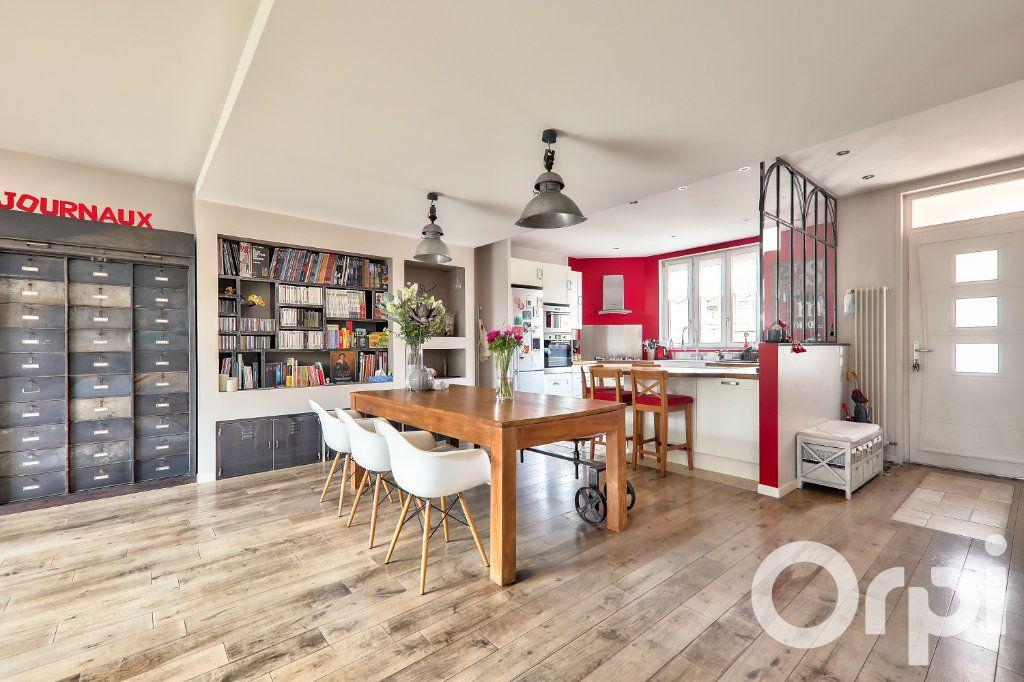 Maison à vendre 5 166m2 à Villeurbanne vignette-2