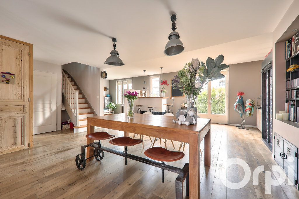 Maison à vendre 5 166m2 à Villeurbanne vignette-3
