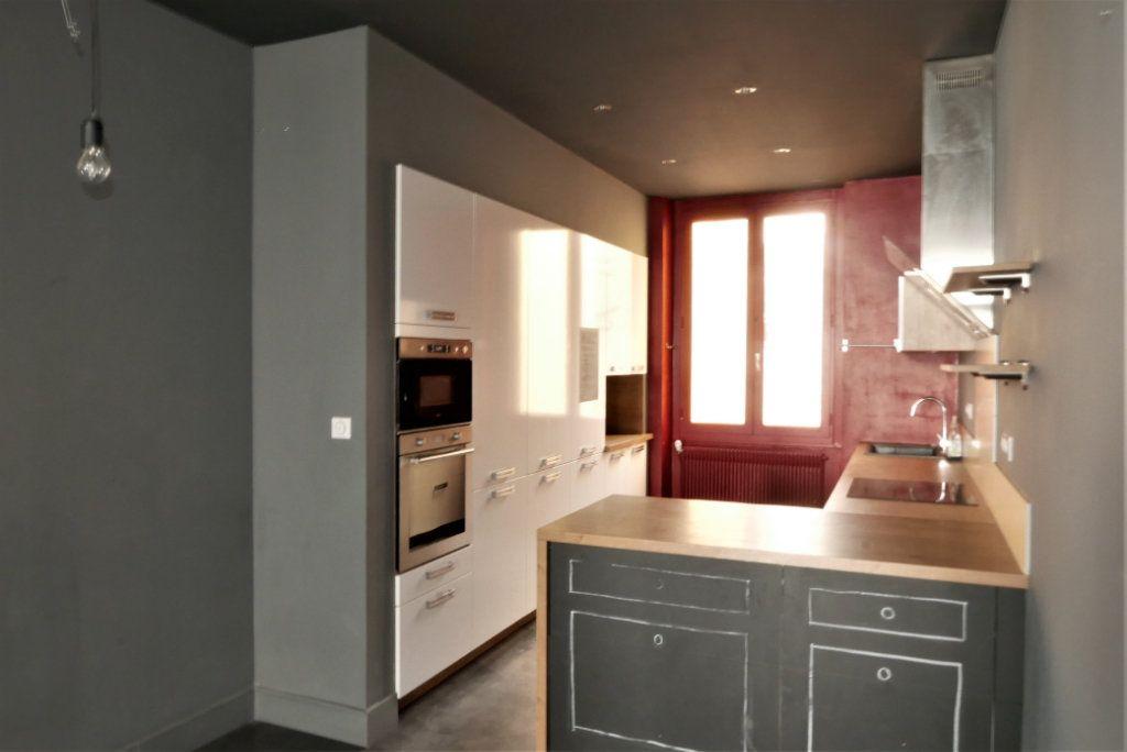 Appartement à louer 4 115m2 à Lyon 2 vignette-3