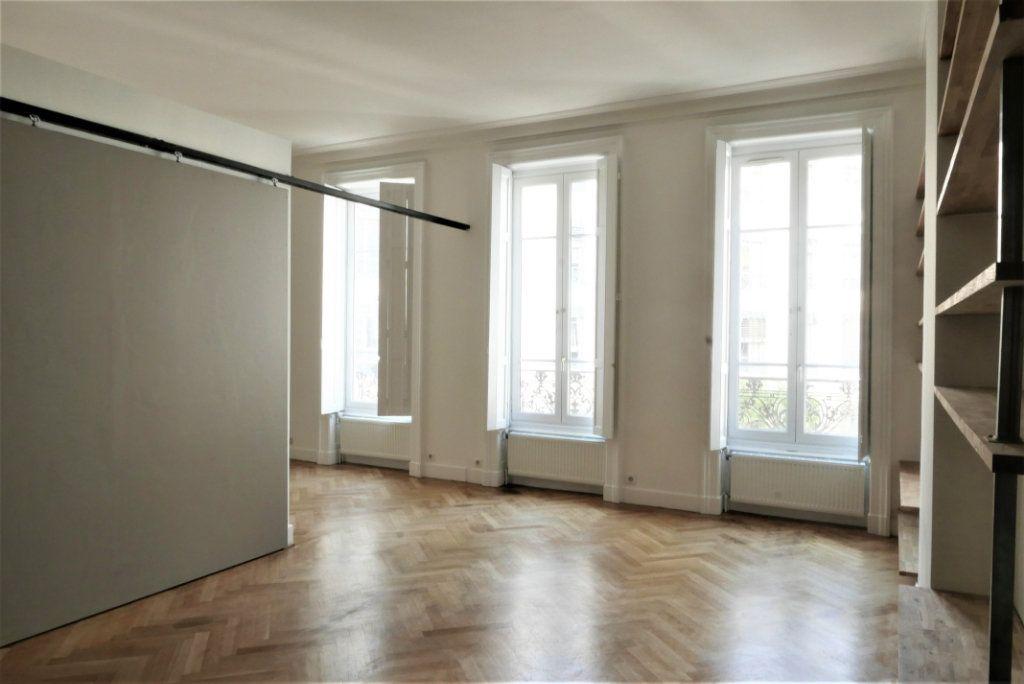 Appartement à louer 4 115m2 à Lyon 2 vignette-5