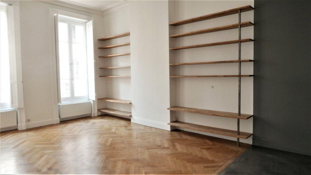 Appartement à louer 4 115m2 à Lyon 2 vignette-6