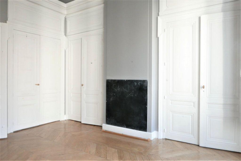 Appartement à louer 4 115m2 à Lyon 2 vignette-7