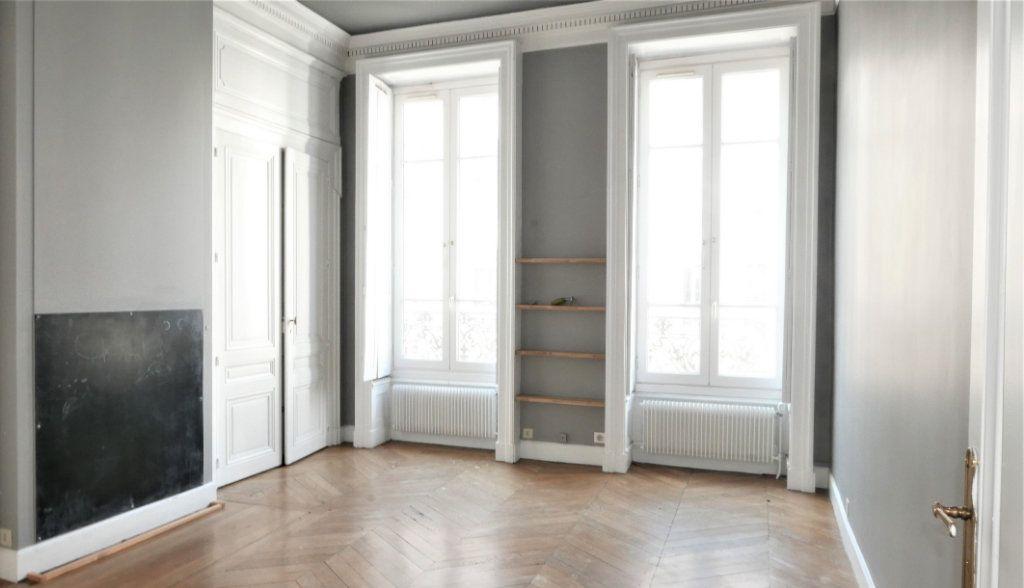 Appartement à louer 4 115m2 à Lyon 2 vignette-8